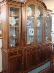 Art. 108, Large showcase, in classic style