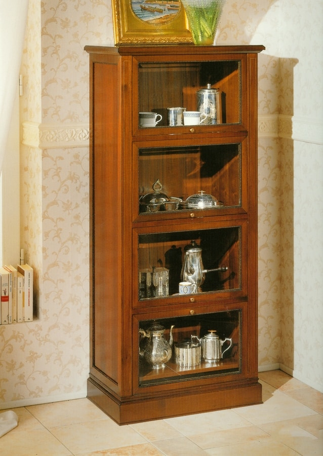 Art. 858, Classic showcase in solid walnut