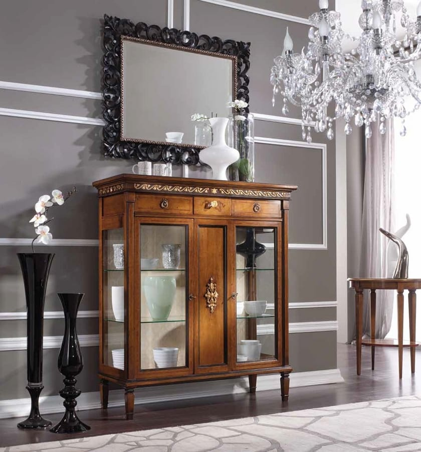 Barbara display cabinet, Low showcase in classic style
