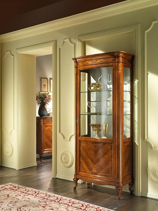 G 201, Display cabinet in walnut, with 1 door and brass handle