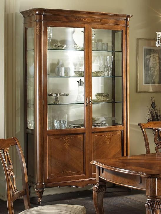 G 202, Classic display cabinet in walnut, maple decor, veneered