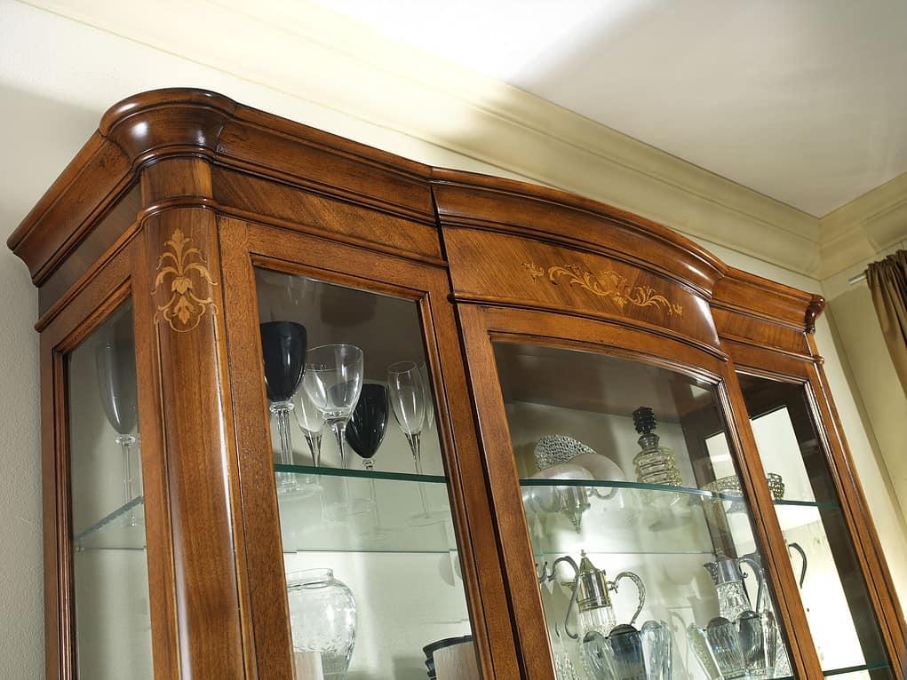 G 203, Classic display cabinet in walnut, focused shades, inlaid
