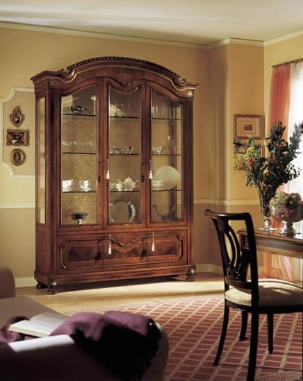 GRANDUCATO / Showcase with 3 doors, Traditional display with 3 doors in walnut wood carved