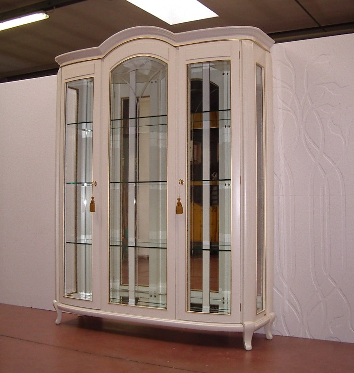 Hilton showcase 3 doors, Classic showcase, ivory lacquered finish