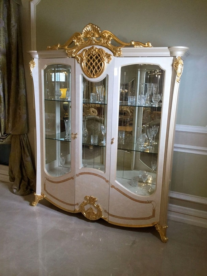 Isabelle display cabinet 3 doors, Showcase with gold leaf details