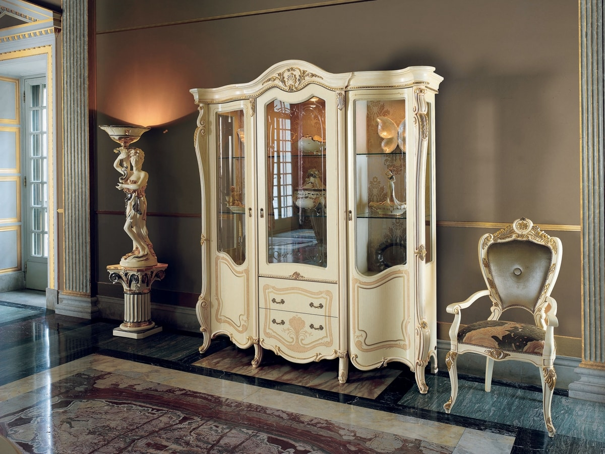 Opera display cabinet, Showcase in classic style