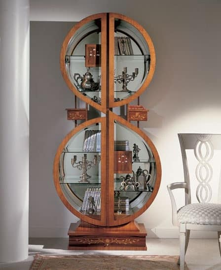 V558 display cabinet, Showcase with inlays, in the shape of treble clef