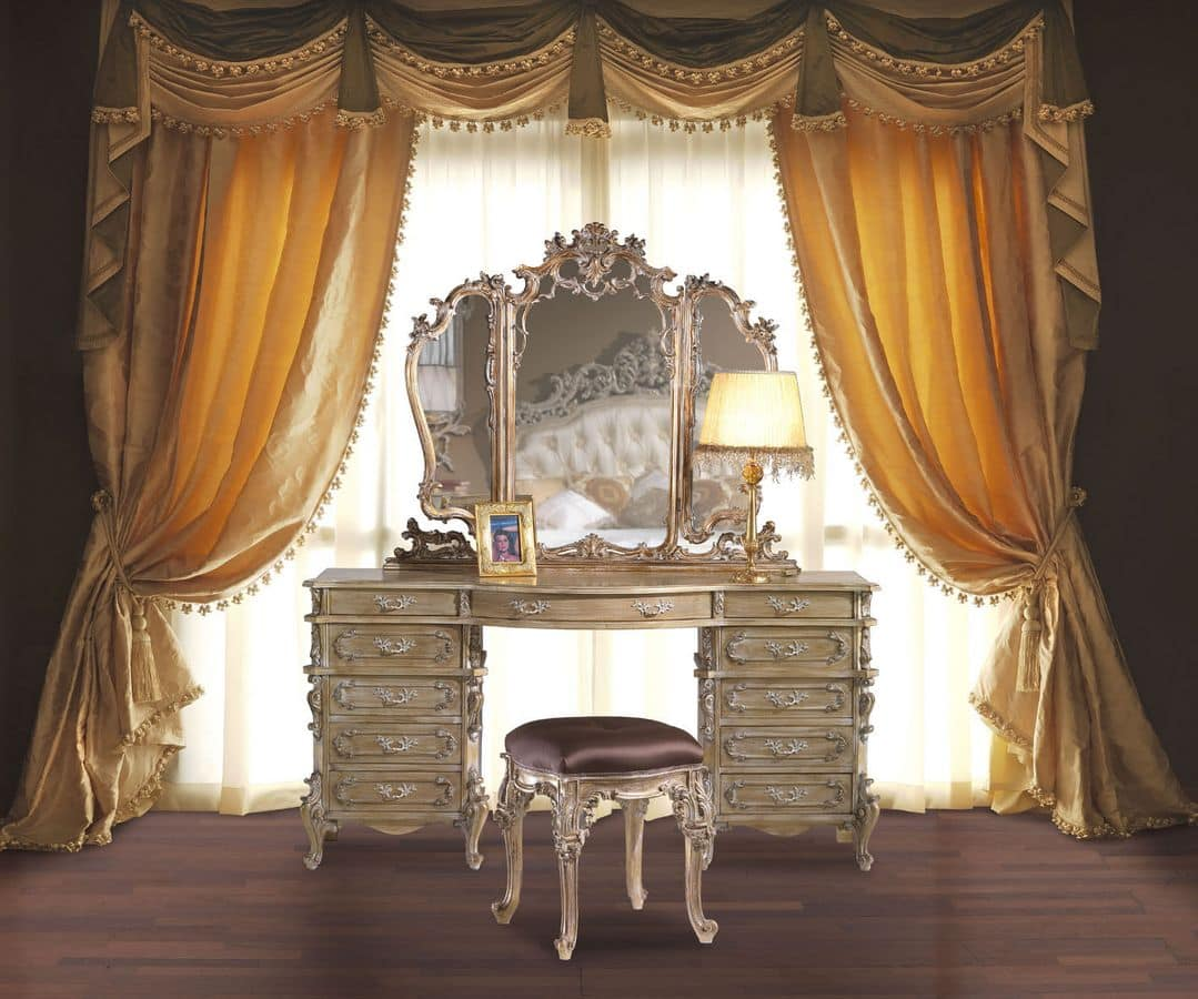 3605 DRESSING TABLE, Hand carved dressing table suited for classic bedrooms