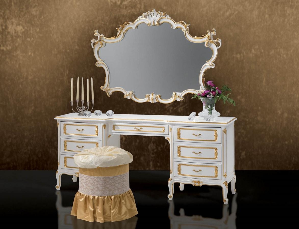 Art. 364/L, Elegant carved dressing table