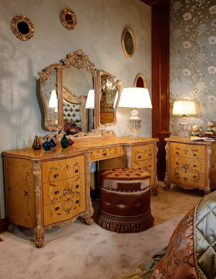 Art. 473, Dressing table with floral inlays