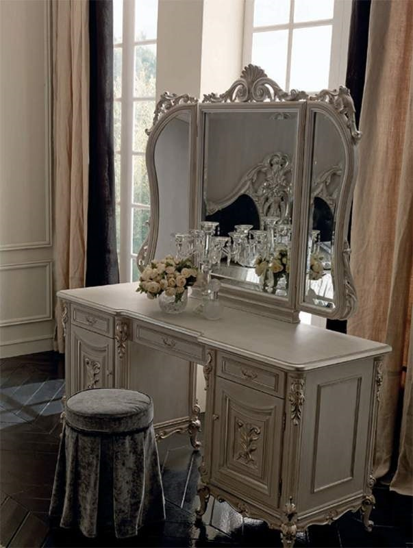 Luigi XVI Art. TO01/L/173 - SPE04/T/140, Dressing table with refined decorations