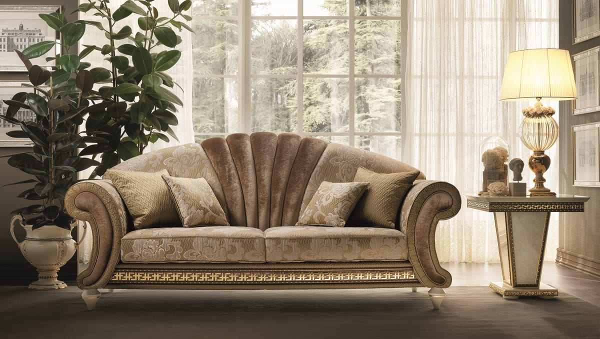 Fantasia sofa, Sofa in neoclassical style, with central fan-shaped panel