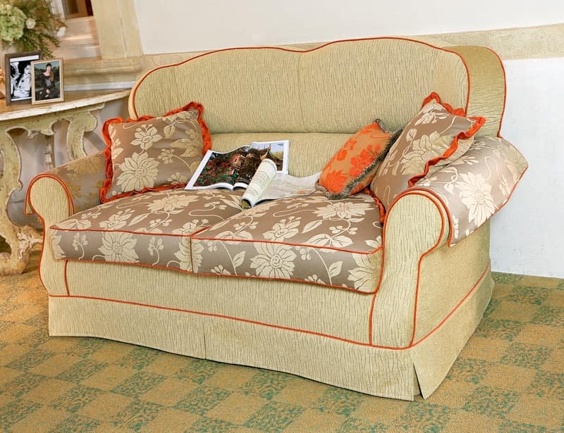 Kiss, Classic style sofa for living rooms