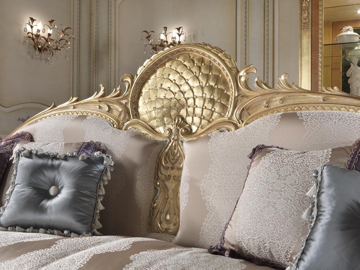 Lario sofa, Classic style sofa with lace decorations