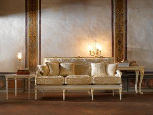 Martina sofa, Classic sofa with refined carving