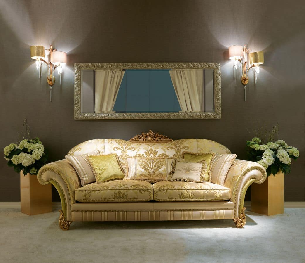 Monnalisa, Classic sofa with carving in the middle of the back