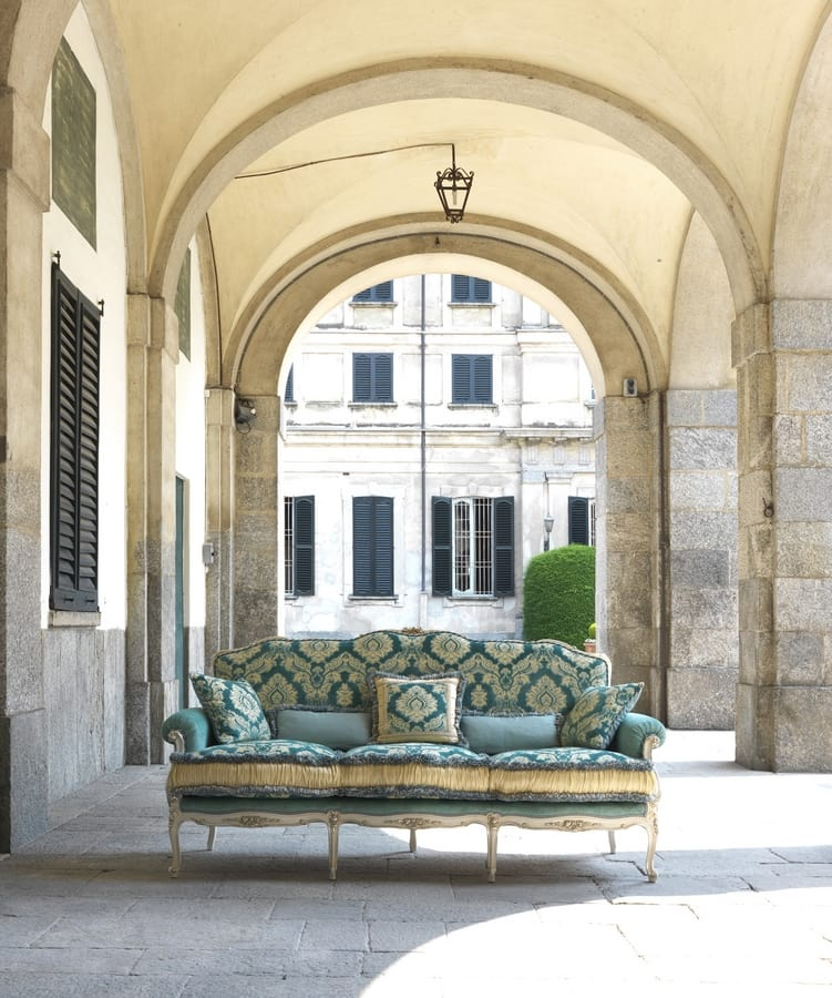 Silvia, Sofa entirely hand-carved, Louis XV Style