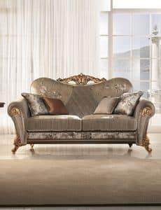 Sinfonia divano, Overstuffed sofa with soft and compact lines