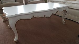 3500 Coffee table, White lacquered coffee table, in classic style