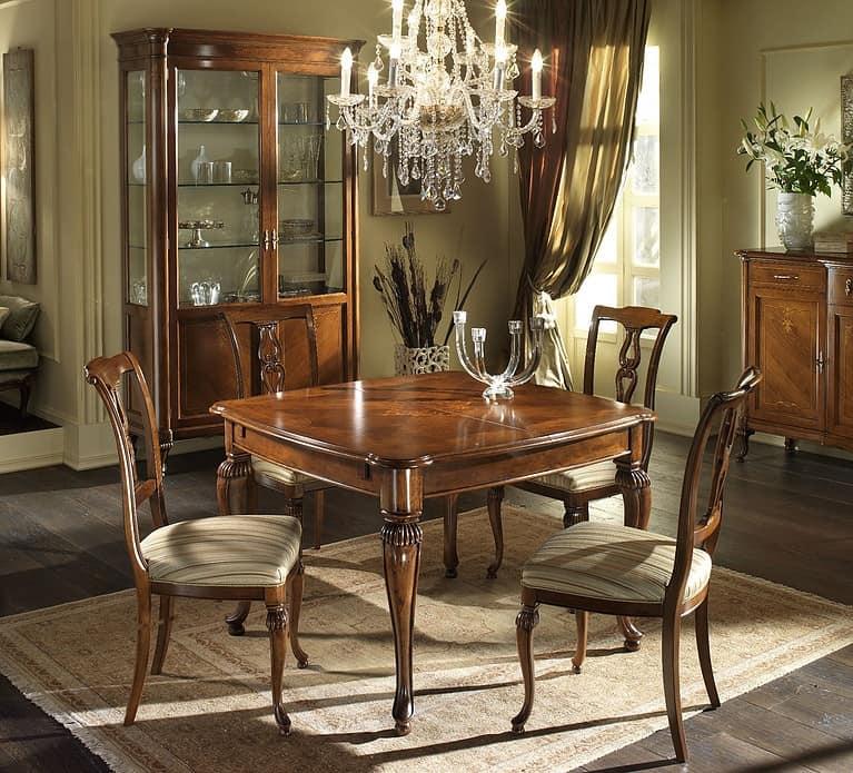 G 301, Square table in walnut, maple decor