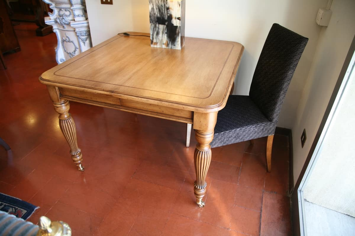 Herbert, Classic extendable table, veneered with walnut, handmade