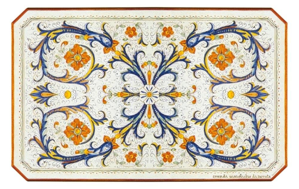 Ricco Deruta Pieno, Table with classic decoration