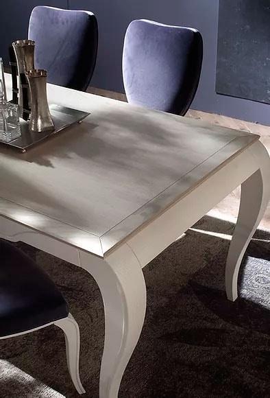 Trésor, Table with sinuous lines