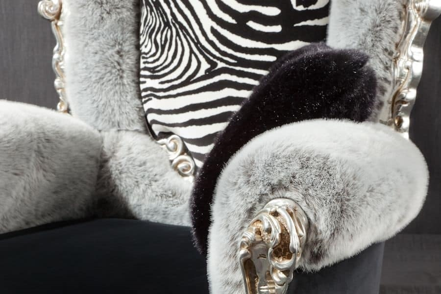 Casanova throne animalier, Armchair with padded armrests, baroque style