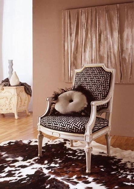 9806 armchair, Classic armchair with gold leaf carvings