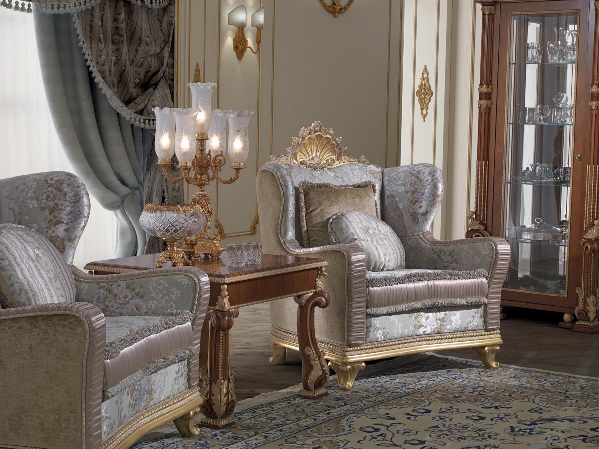 Art. 982, Elegant armchair, with carved decoration