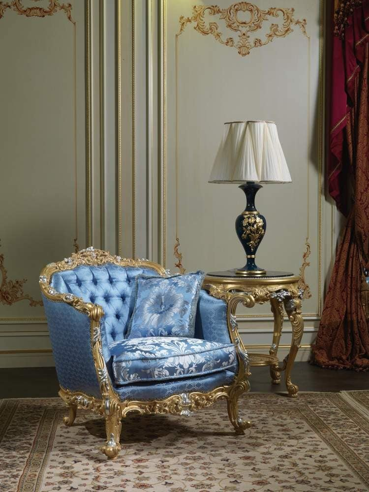 Art. SE-301 eighteenth Century Armchair, Classic armchair, upholstered in silk, with carvings