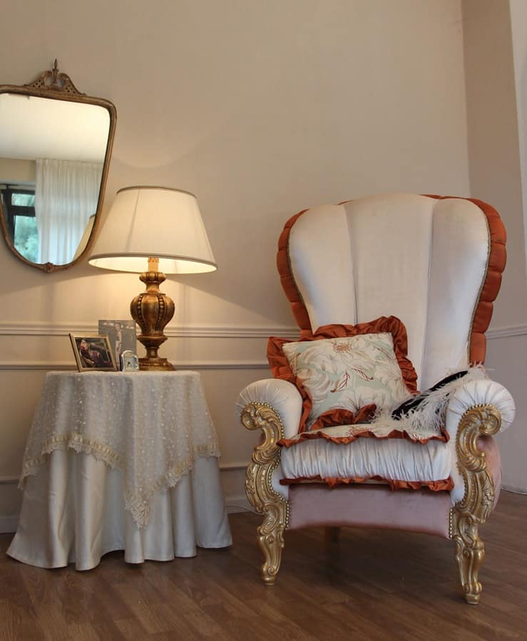 Ginevra, Classic armchair upholstered with gold leaf decorations