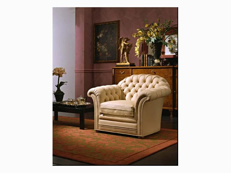 Lloyd Armchair, Armchair upholstered in fine leather, for hotel suites