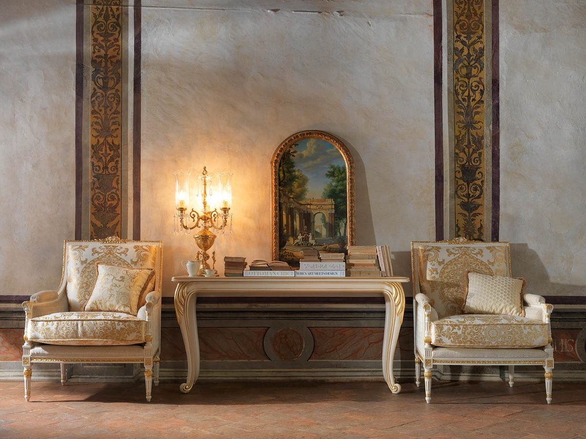 Martina armchair, Carved armchair, with gold leaf decorations