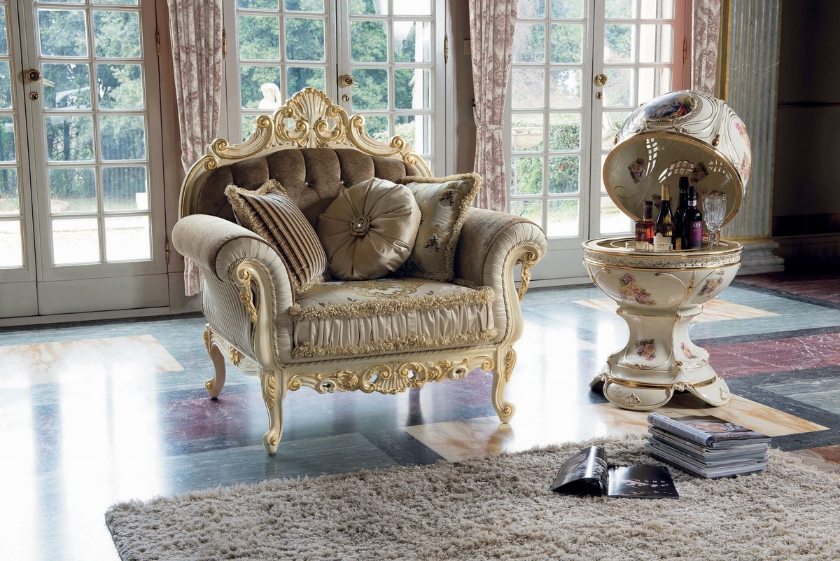 Opera armchair, Armchair with gold leaf details