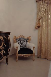 Stradivari animalier, Baroque armchair with zebra fabric