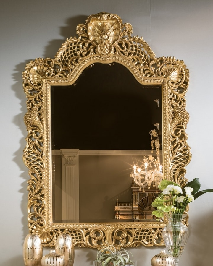 5824, Mirror in carved and pierced wood