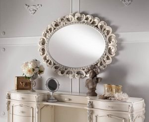 Chippendale oval mirror lacquered, Mirror with finely carved frame