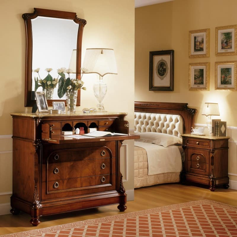 D'Este mirror, Mirror in classic style, handmade carvings