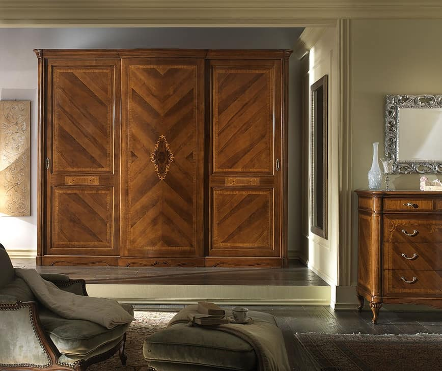 G 706, Walnut wardrobe with 3 sliding doors, veneered