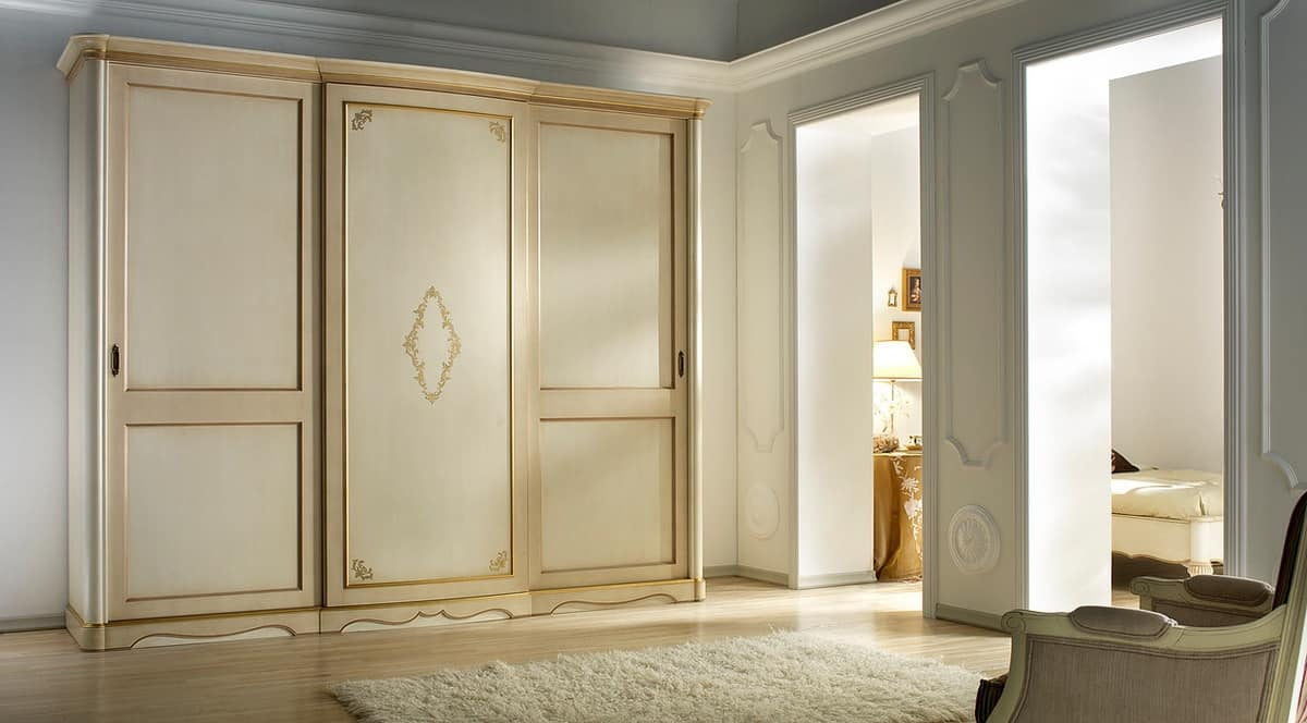 G 708, Lacquered wardrobe in classic style, with plain back