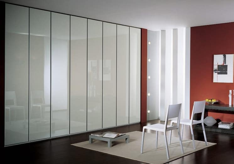 Wardrobe 4, Contemporary wardrobe, doors in white lacquered finish, with a contemporary design