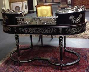 Art. 1107 Dubai, Desk with refined handcrafted carvings