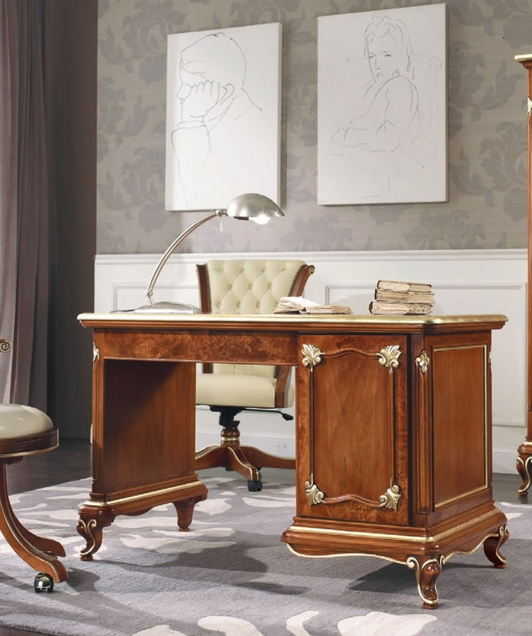 Art. 3092, Refined writing desk with carvings