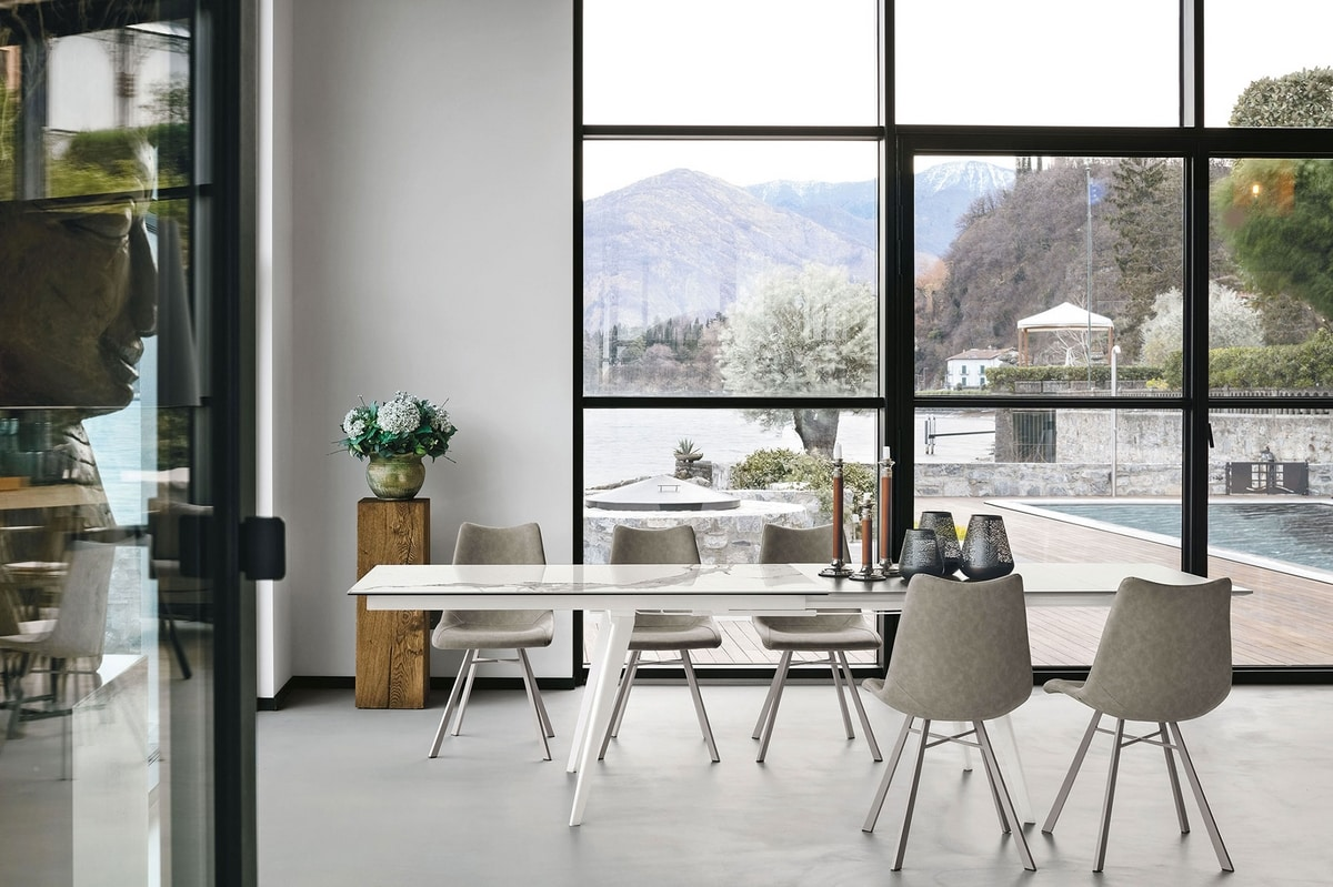 SYNCRO 180 TA1B4, Extendable table that automatically opens