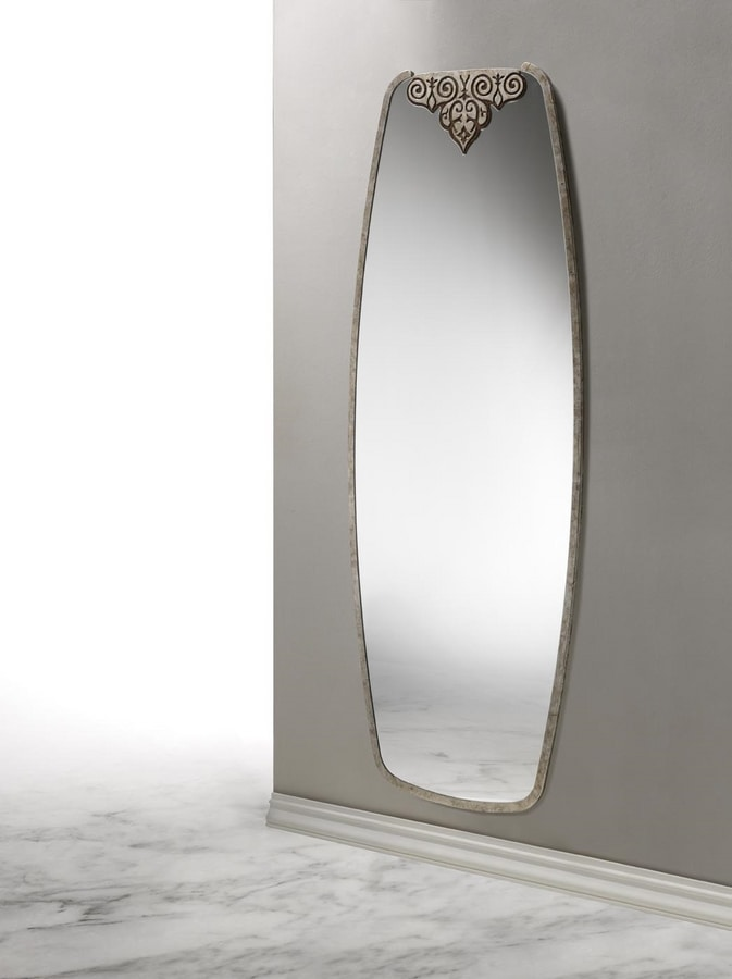 AN 724 C, Vertical mirror with decoration