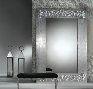Art. 20752, Mirror with decorations on the frame
