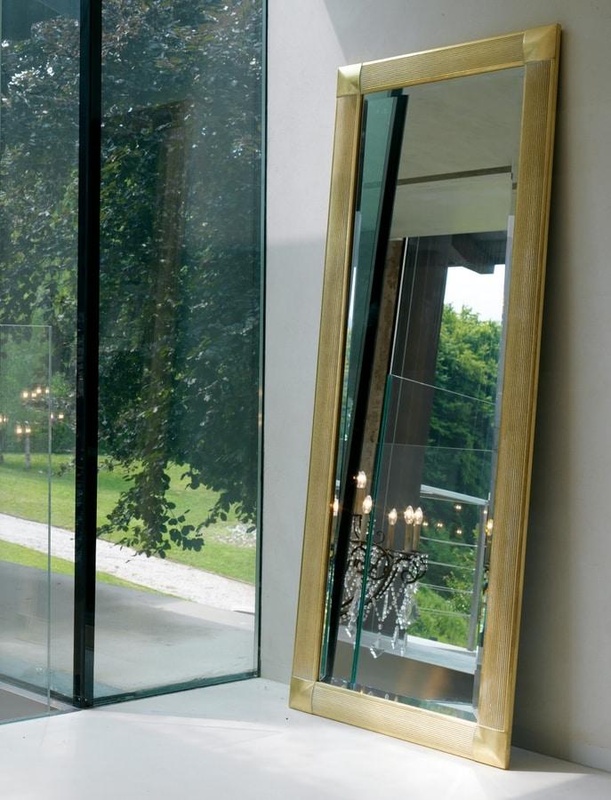 Greta 212, Mirror with wooden frame