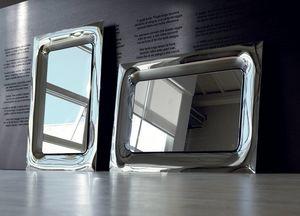 Uma 388, Elegant mirrors