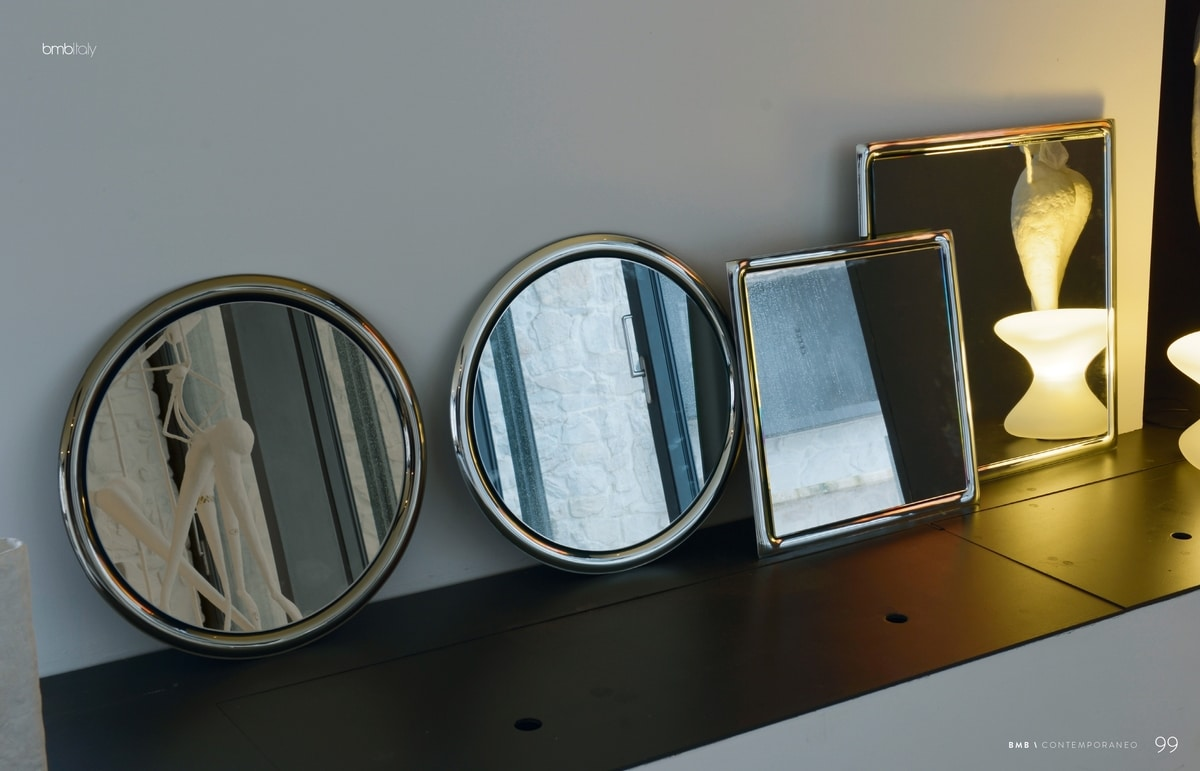 Yo 302, Mirror with rounded frame